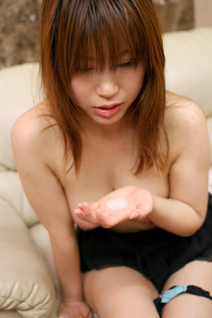 【口内発射エロ画像】女の子の可愛い口からザーメンが滴る…口内発射エロ画像! 07