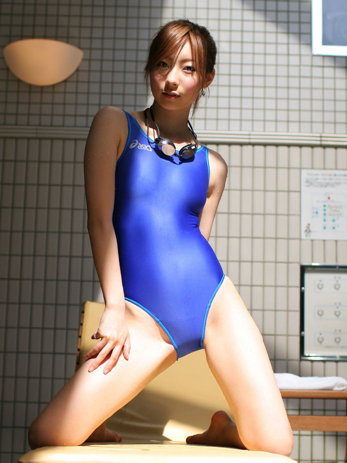 【競泳水着エロ画像】競泳水着でエロアピール!めっちゃ卑猥に着こなす競泳水着w 16