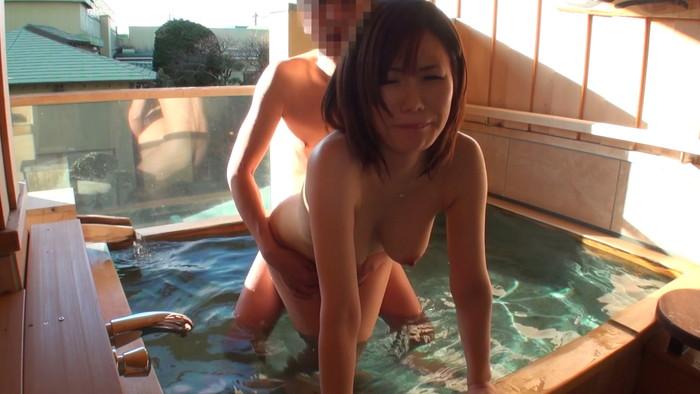 【立ちバックエロ画像】立ったままの女の子を後ろからハメるという立ちバック! 07