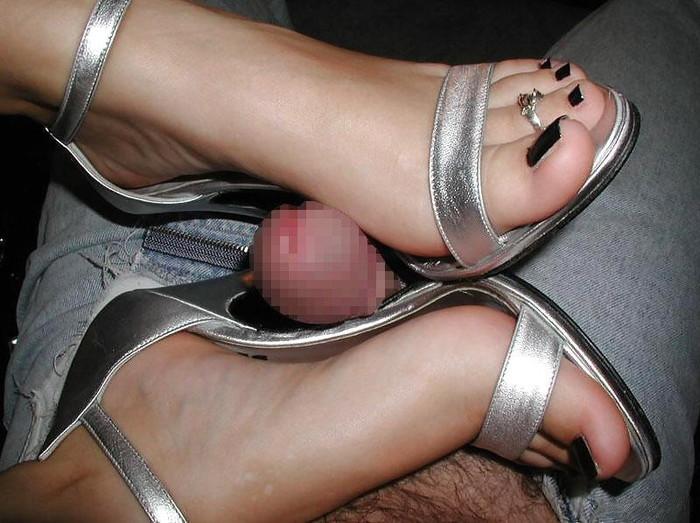 【足コキエロ画像】マニアックだけどドMにはたまらないと言う足コキというプレイ! 25