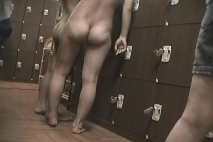 【着替え盗撮エロ画像】自分が覗いているようでドキドキの着替え盗撮画像! 04