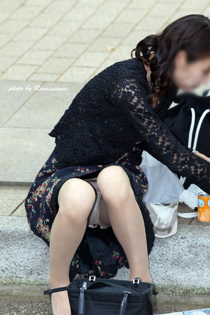 【街撮りパンチラエロ画像】こんな偶然!神様に感謝したい瞬間をカメラで撮ったどー! 27