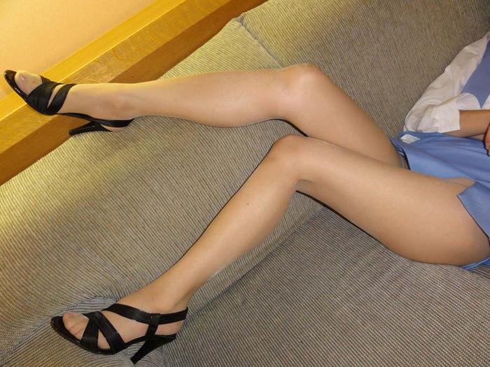 【美脚エロ画像】スラリと伸びたスベスベの脚!こんな脚なら踏まれてもいい!ww 03