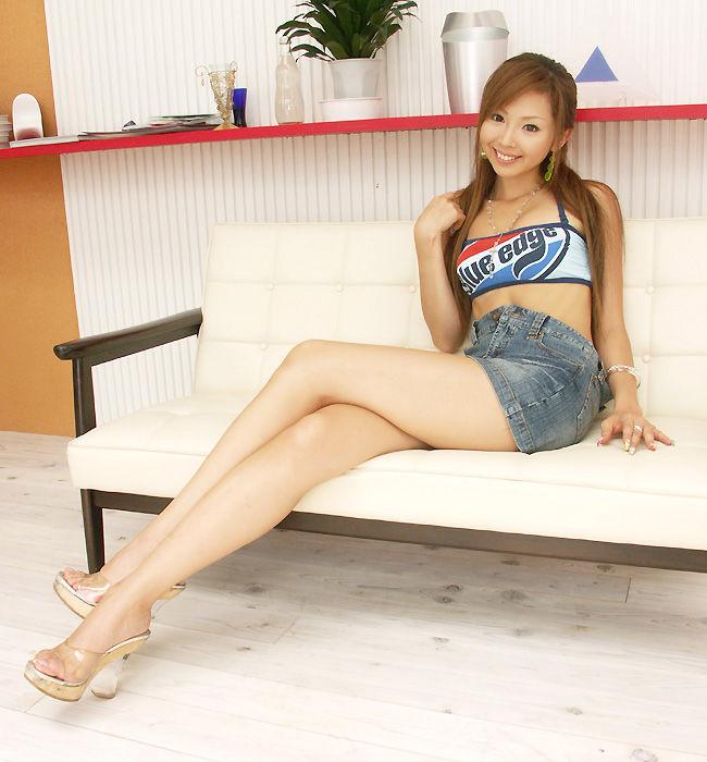 【美脚エロ画像】スラリと伸びたスベスベの脚!こんな脚なら踏まれてもいい!ww 10