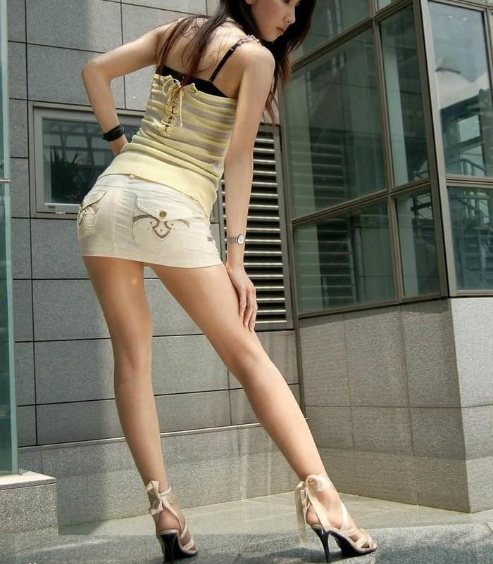 【美脚エロ画像】スラリと伸びたスベスベの脚!こんな脚なら踏まれてもいい!ww 11