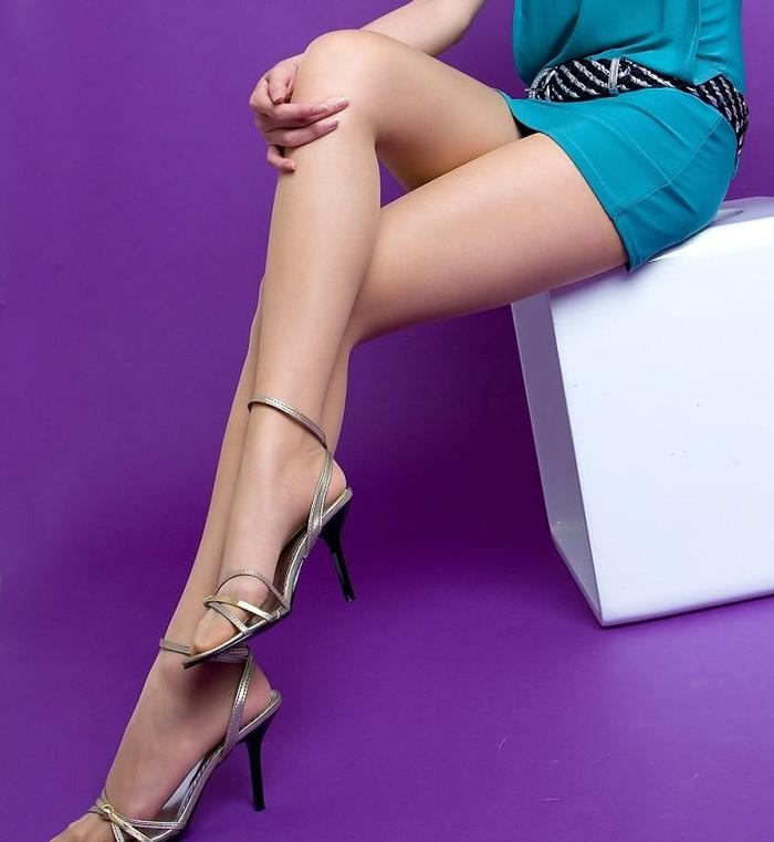 【美脚エロ画像】スラリと伸びたスベスベの脚!こんな脚なら踏まれてもいい!ww 16