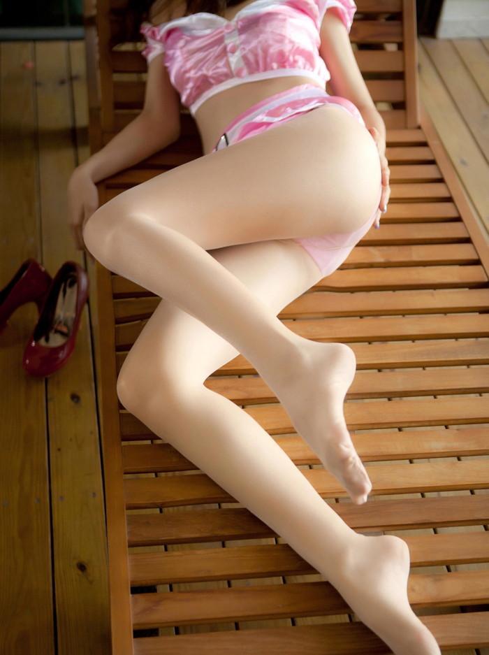 【美脚エロ画像】スラリと伸びたスベスベの脚!こんな脚なら踏まれてもいい!ww 21