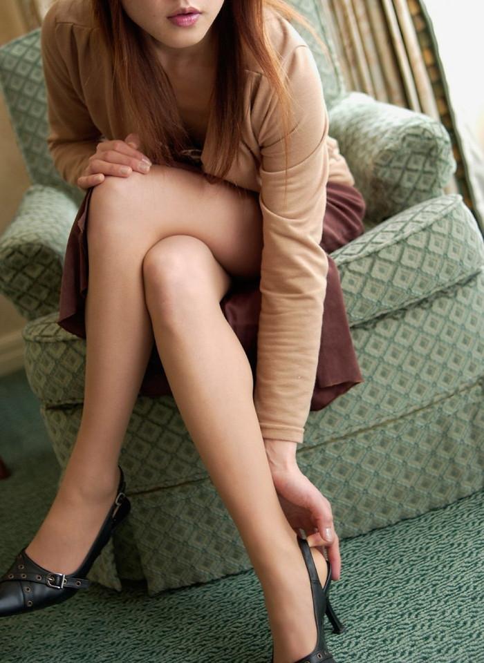 【美脚エロ画像】スラリと伸びたスベスベの脚!こんな脚なら踏まれてもいい!ww 24