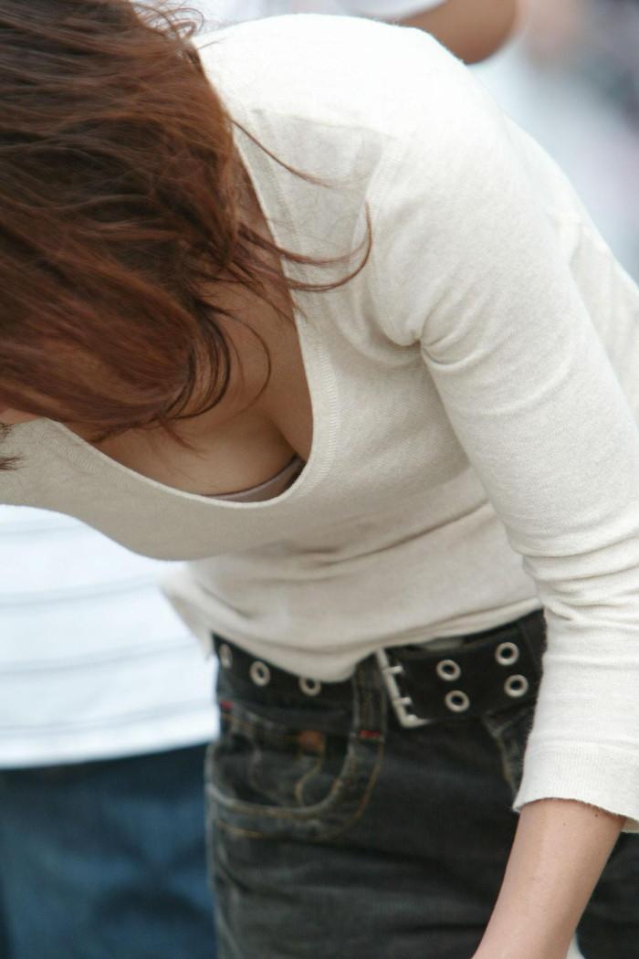 【胸チラエロ画像】偶発的に見えてしまった素人娘たちの胸チラって抜けるよな!? 05