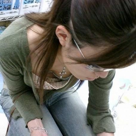 【胸チラエロ画像】偶発的に見えてしまった素人娘たちの胸チラって抜けるよな!? 14