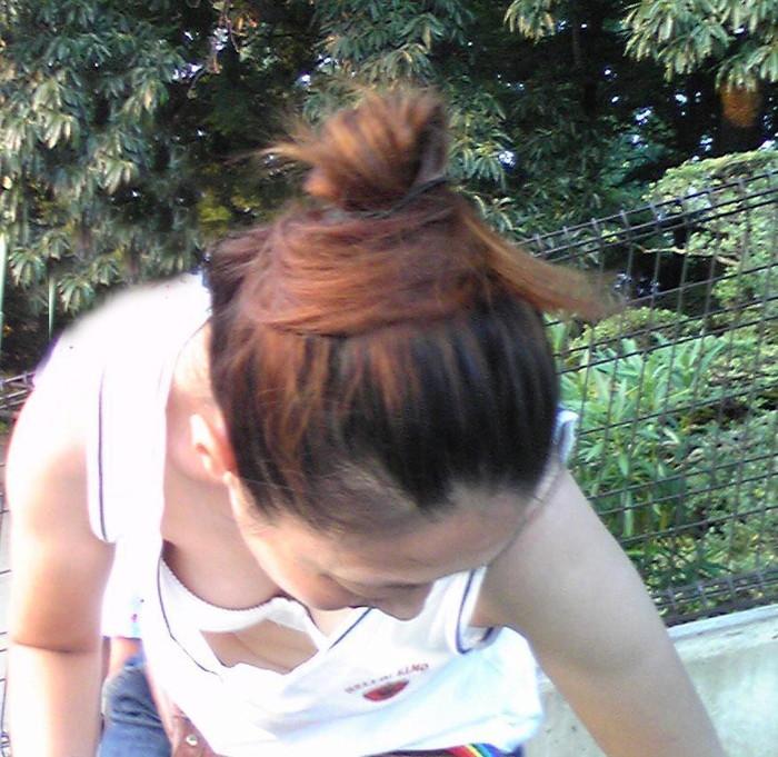 【胸チラエロ画像】偶発的に見えてしまった素人娘たちの胸チラって抜けるよな!? 15