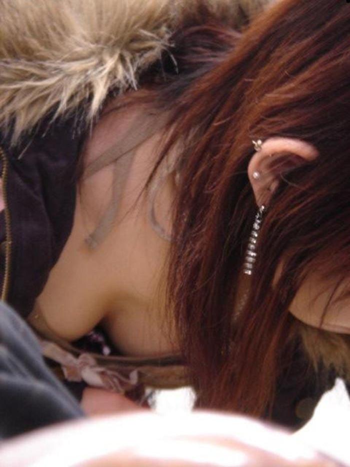 【胸チラエロ画像】偶発的に見えてしまった素人娘たちの胸チラって抜けるよな!? 17