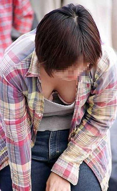 【胸チラエロ画像】偶発的に見えてしまった素人娘たちの胸チラって抜けるよな!? 25
