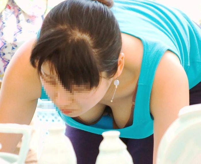 【胸チラエロ画像】偶発的に見えてしまった素人娘たちの胸チラって抜けるよな!? 26