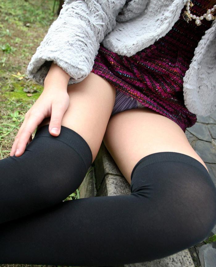 【ニーソックスエロ画像】太ももフェチにはたまらない!?ニーソックス履いた女! 09