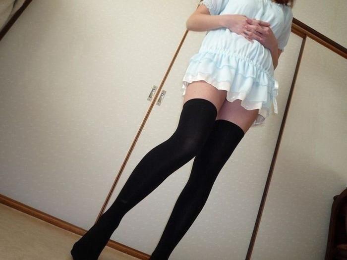 【ニーソックスエロ画像】太ももフェチにはたまらない!?ニーソックス履いた女! 12