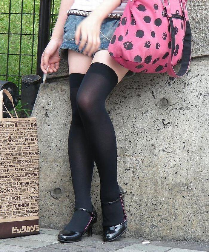 【ニーソックスエロ画像】太ももフェチにはたまらない!?ニーソックス履いた女! 13