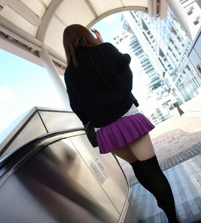 【ニーソックスエロ画像】太ももフェチにはたまらない!?ニーソックス履いた女! 18