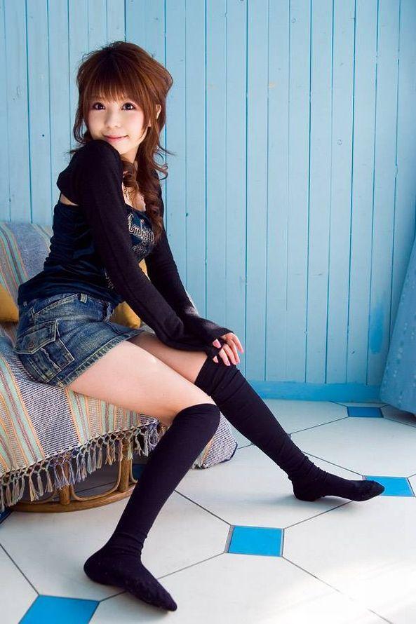 【ニーソックスエロ画像】太ももフェチにはたまらない!?ニーソックス履いた女! 29