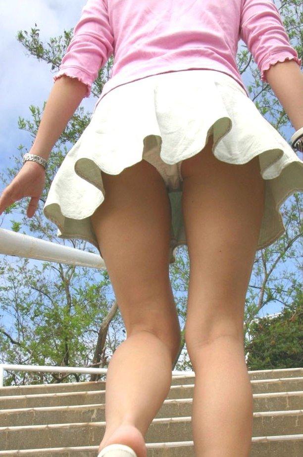 【階段パンチラエロ画像】階段を上り下りしている際にパンチラ盗撮したったぜ! 08