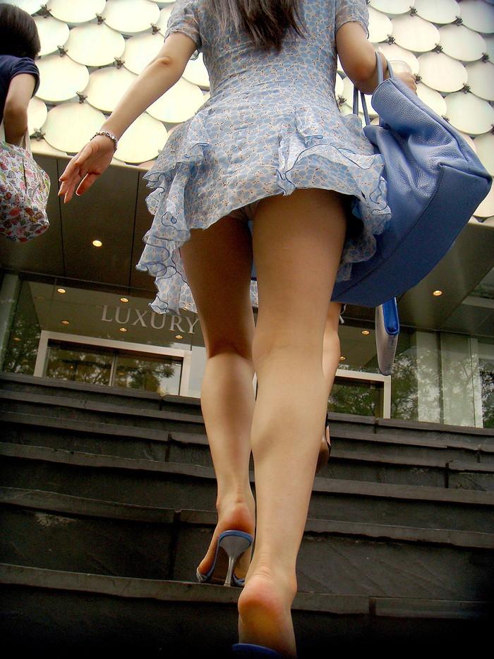 【階段パンチラエロ画像】階段を上り下りしている際にパンチラ盗撮したったぜ! 09