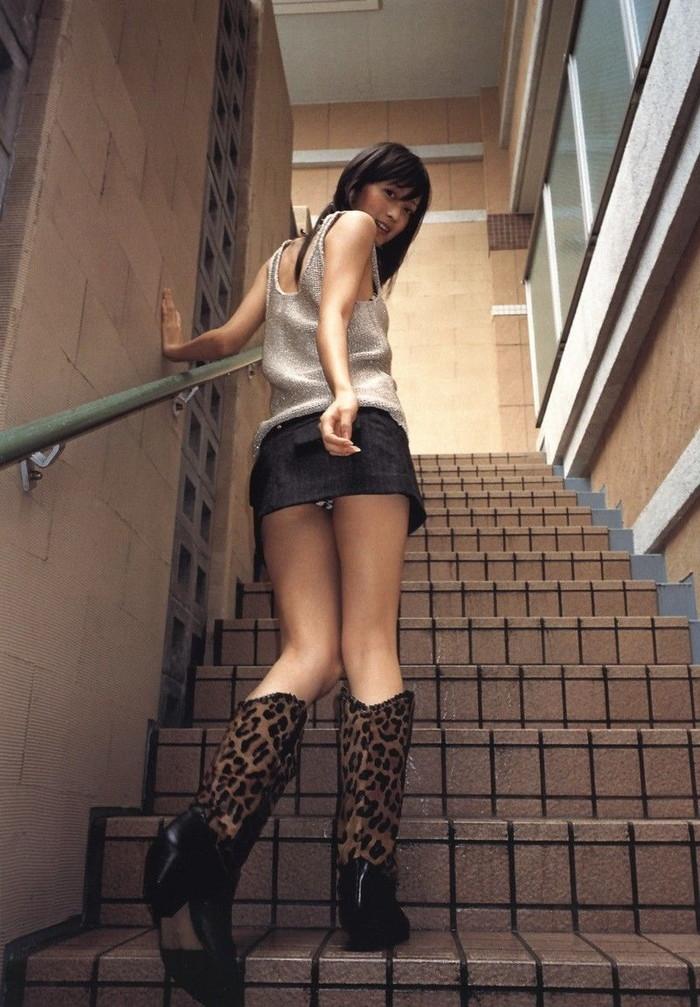 【階段パンチラエロ画像】階段を上り下りしている際にパンチラ盗撮したったぜ! 11