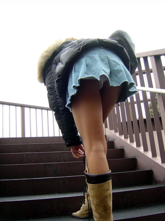 【階段パンチラエロ画像】階段を上り下りしている際にパンチラ盗撮したったぜ! 25