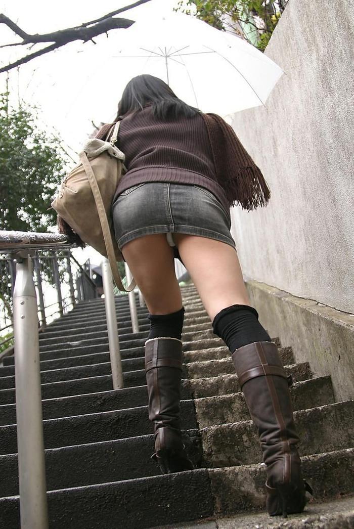 【階段パンチラエロ画像】階段を上り下りしている際にパンチラ盗撮したったぜ! 26