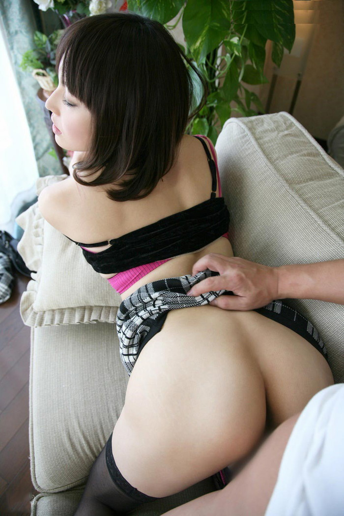 【ソファーセックスエロ画像】ベッドまで待てない!?ソファーでセックス! 26