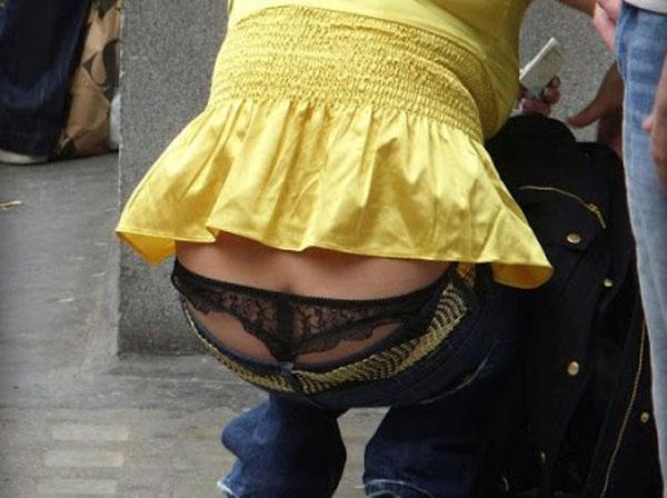 【ローライズエロ画像】パンチラ、尻チラ必至のローライズとかいうファッション! 21