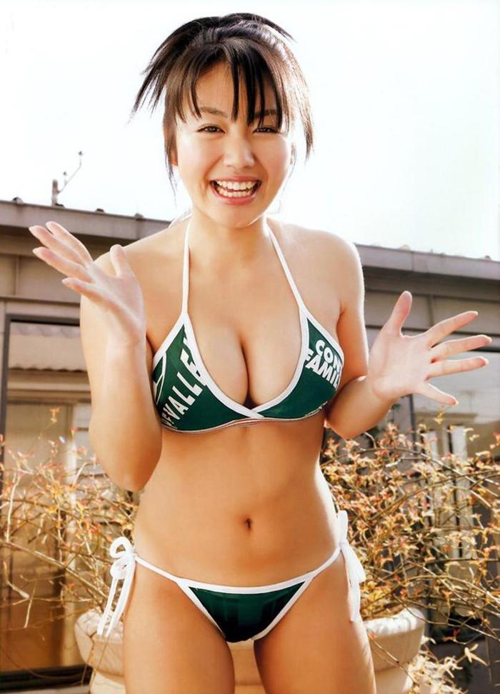 【ビキニエロ画像】ビキニと下着って大した差って無いんじゃ?ビキニ水着の女の子! 15