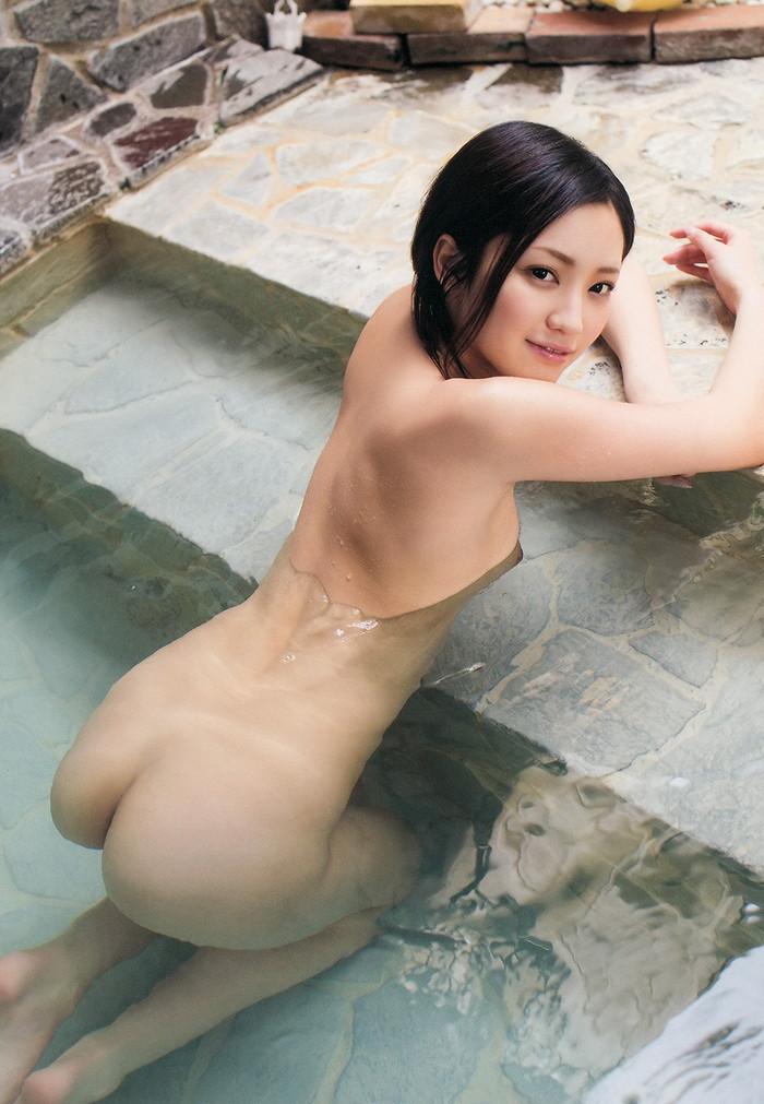 【入浴エロ画像】当然のことだけど入浴中の女の子って全裸なんだよなwwww 15