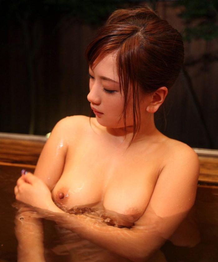 【入浴エロ画像】当然のことだけど入浴中の女の子って全裸なんだよなwwww 16