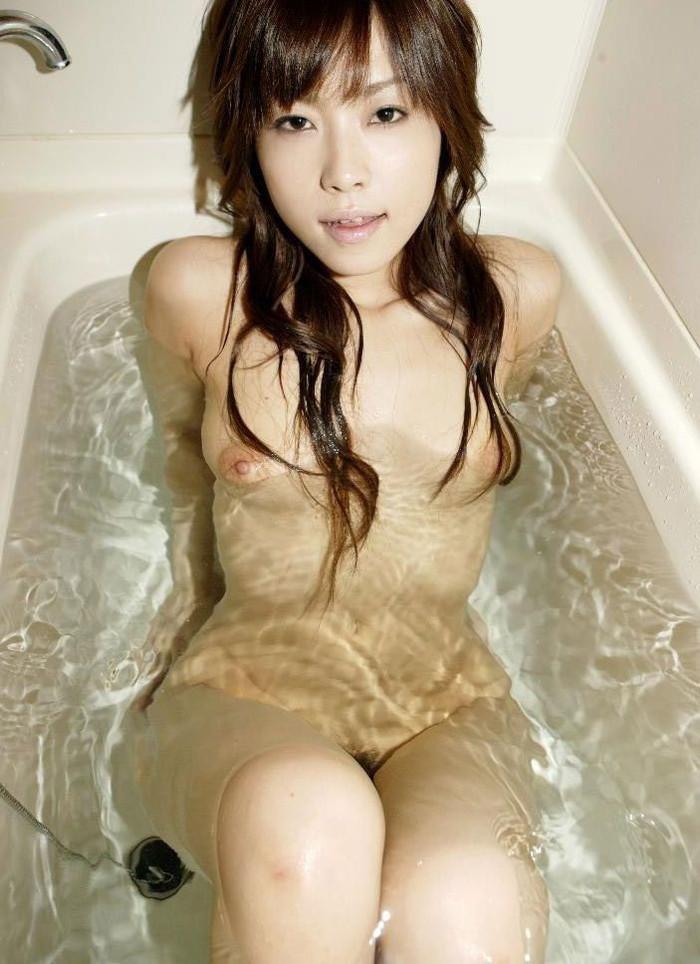 【入浴エロ画像】当然のことだけど入浴中の女の子って全裸なんだよなwwww 25