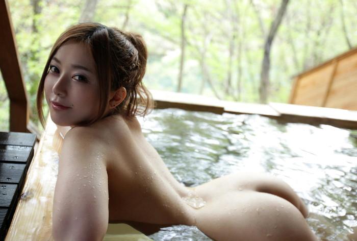 【入浴エロ画像】当然のことだけど入浴中の女の子って全裸なんだよなwwww 26