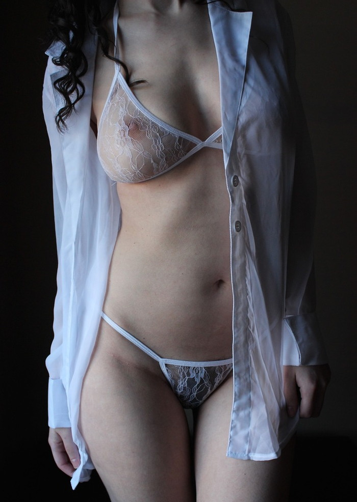 【透け下着エロ画像】スケスケの下着を身に着けた女の子ってセクシーすぎるだろ! 18
