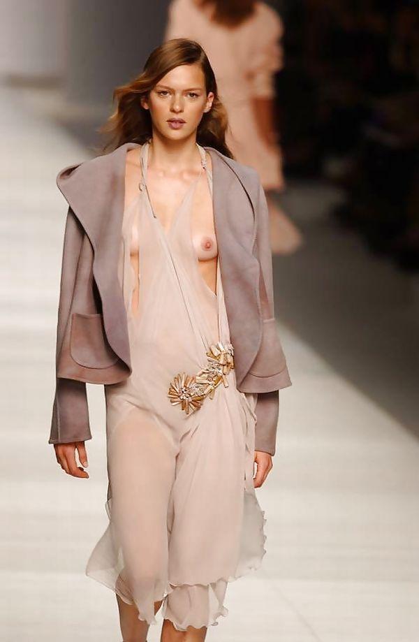 【ファッションショーエロ画像】奇抜すぎるファッション!?これ裸やんけwww 04