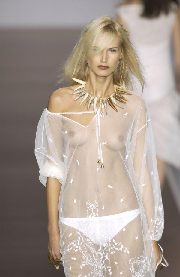 【ファッションショーエロ画像】奇抜すぎるファッション!?これ裸やんけwww 09
