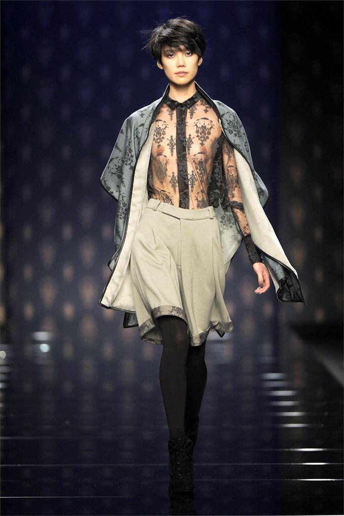 【ファッションショーエロ画像】奇抜すぎるファッション!?これ裸やんけwww 20