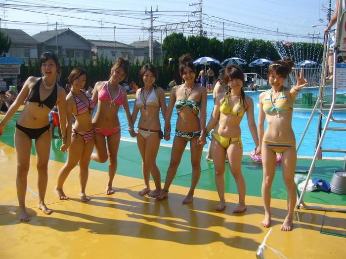 【素人水着エロ画像】生々しくて勃起した!素人娘たちの下着同然の水着姿! 22