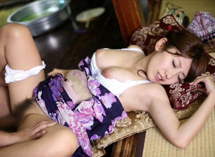【和服セックスエロ画像】和服姿の女の子とセックスとか羨ましすぎるだろ!? 27