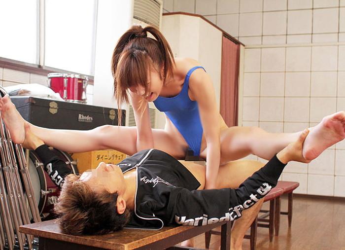 【軟体エロ画像】柔軟すぎる身体をもつ女の子たちのアクロバティクなスゴ技w 16