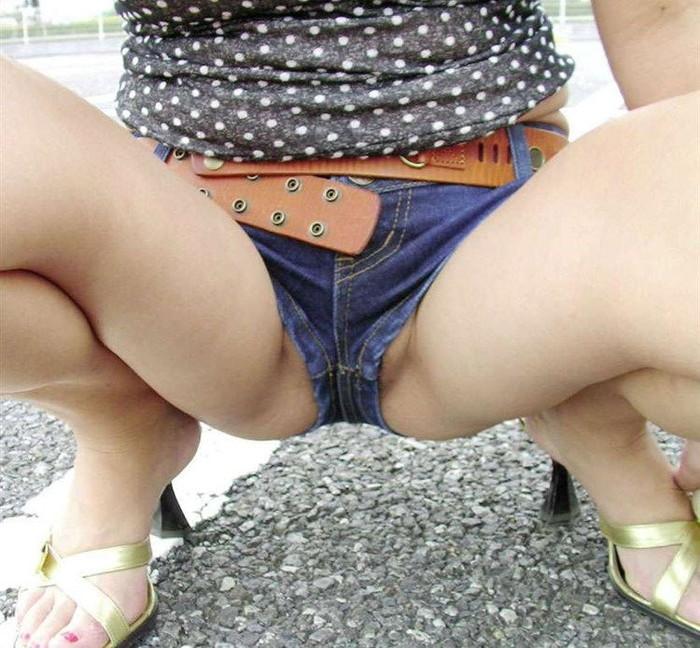 【ホットパンツエロ画像】エグい切れ込み!ムッチムチの太ももが最高にセクシー! 07