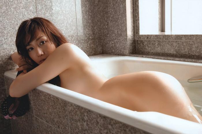 【入浴エロ画像】スベスベの肌を滴る水の雫になりたい!入浴中の女の子! 16