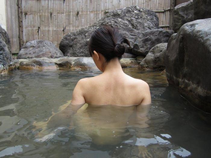 【入浴エロ画像】スベスベの肌を滴る水の雫になりたい!入浴中の女の子! 18