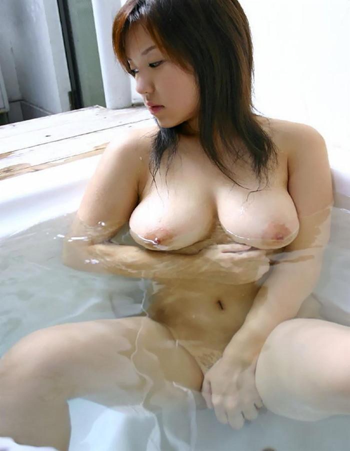 【入浴エロ画像】スベスベの肌を滴る水の雫になりたい!入浴中の女の子! 21
