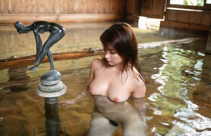 【入浴エロ画像】スベスベの肌を滴る水の雫になりたい!入浴中の女の子! 23