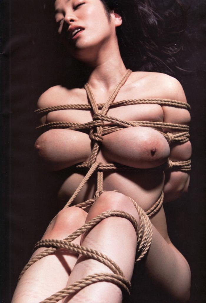 【緊縛プレイエロ画像】自由をなくした女の子にイタズラ心が沸いてくる緊縛画像 10