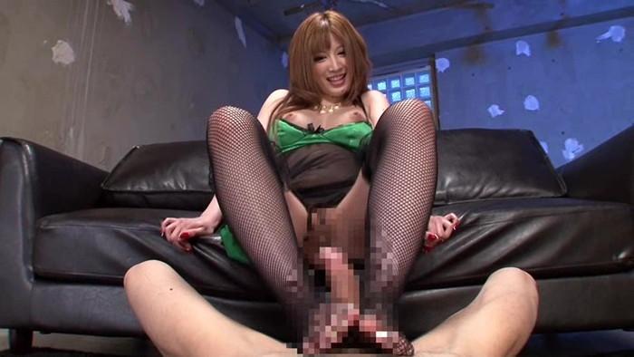 【足コキエロ画像】女の子が脚を使ってチンポをシコシコ!?足コキプレイww 12