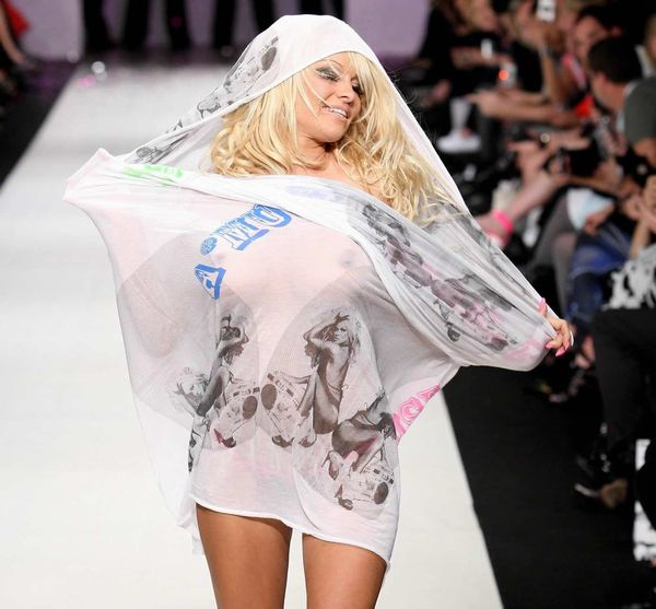 【ファッションショーエロ画像】朗報!世界のファッションショーはこんなにエロかったwww 03